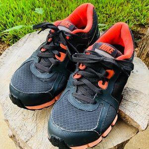 Women's Size 10 Nike Dual Fusion